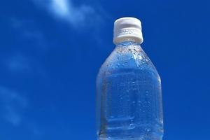 冷たい飲み物に注意!夏場の水分補給で熱中症を防ごう