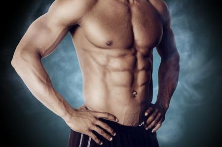 腹筋をキレイに割る!初心者でも始めやすいトレーニング方法|ボクシングフィットネスジムNOA