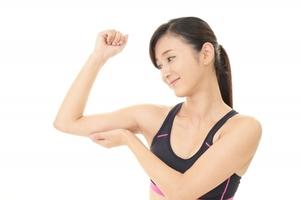 たぷたぷ二の腕撃退!ダンベルを使った筋トレ方法|ボクシングフィットネスジムNOA
